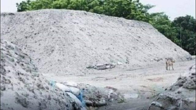 লক্ষ্মীপুরে কোটি টাকার বালু জলের দরে, ইমতিয়াজ সিন্ডিকেটের কাছে অসহায় পানি উন্নয়ন বোর্ড
