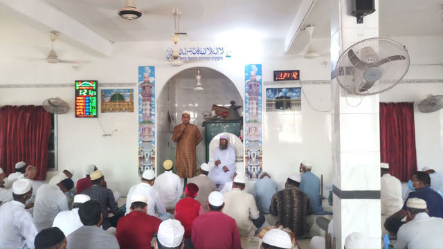 মসজিদে সমসাময়িক বিষয় নিয়ে আলোচনায় থানা পুলিশ