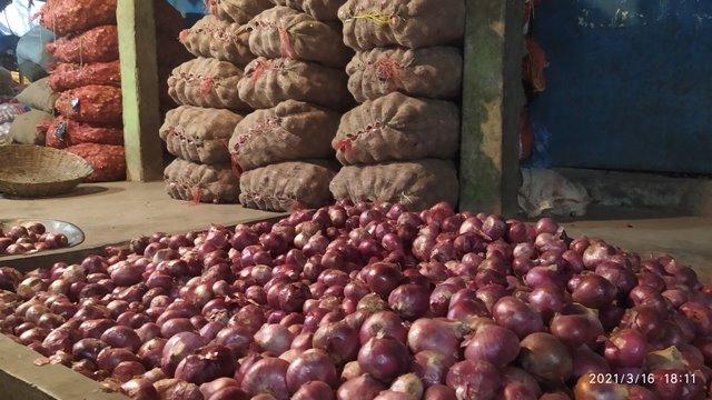 ভারত থেকে পেঁয়াজের আমদানি বাড়তে শুরু করেছে