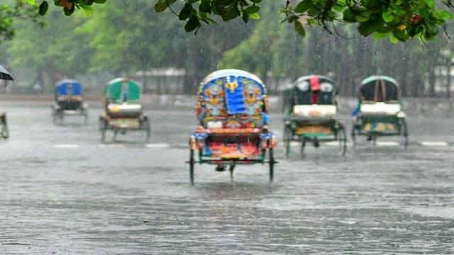 সকাল সকাল বৃষ্টি, ভোগান্তিতে রাজধানীবাসী