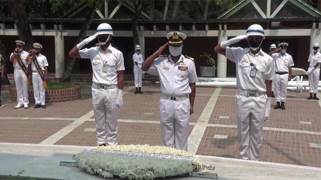 বঙ্গবন্ধুর সমাধিতে ভারতীয় নৌবাহিনী প্রতিনিধি দলের শ্রদ্ধা