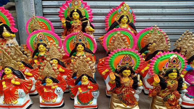 কোটালীপাড়ায় জমজমাট লক্ষ্মী প্রতিমার হাট